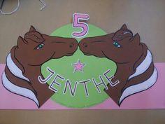 Meisje,  5jr, wilde een paarden muts met roze en groen. Het paard moest bruin zijn. Glitters en klaar!