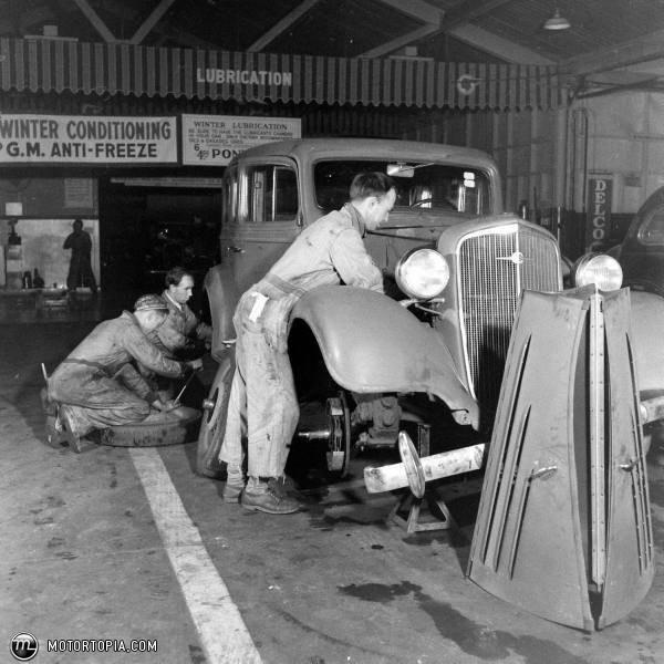 195 Best Images About Vintage Car Dealers On Pinterest
