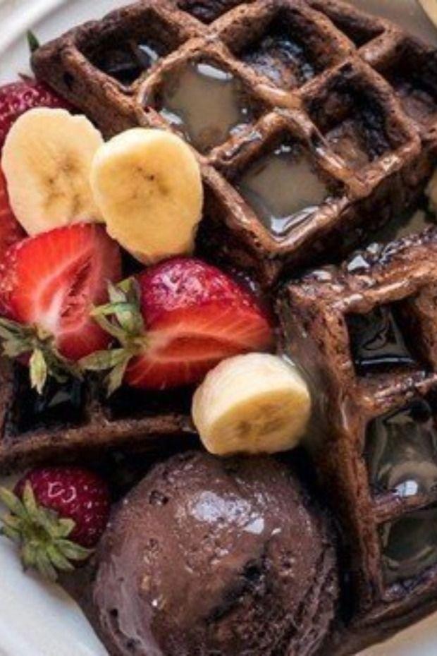 أسرع طريقة لعمل وافل الشوكولاتة في المنزل Food Waffles Breakfast