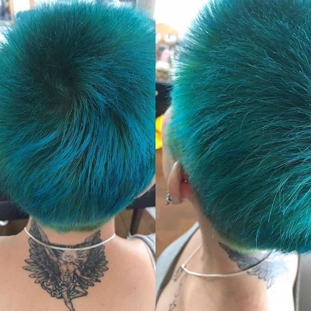 WEBSTA @ weare_peaceminusone - 今日は 体調が いいんでヘアカラーチェンジした。青っぽい緑。今度 また タトゥーいれてきます!ジヨンの 顔を彫ってもらいますwww#ヘアカラーチェンジ#マニパニ#マニパニ大好き#自分で染めてます#マニパニ最強#マニパニ最高#ヴィーナスエンヴィ