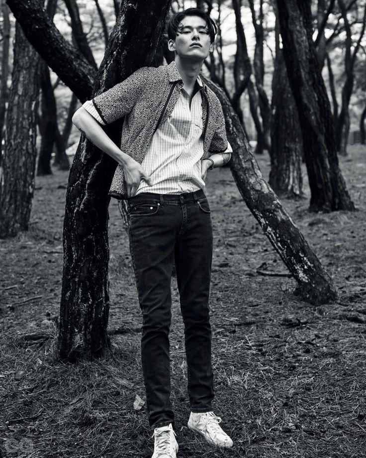 스트라이프 셔츠와 바다 | GQ KOREA (지큐 코리아) 남성 패션 잡지