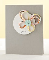 amazingly simple and incredibly striking card, all from such tiny morsels of paper.