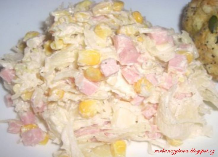 Salát+z+kysaného+zelí kysané zelí 300g šunky kukuřice/konzerva/ 200g eidam cibule majonéza sůl,pepř Kysané zelí a cibuli pokrájíme, šunku nakrájíme na kostičky, sýr nastrouháme nebo nakrájíme.Vše zamícháme. Přidáme kukuřici majonézu a sůl, pepř. Necháme odležet.