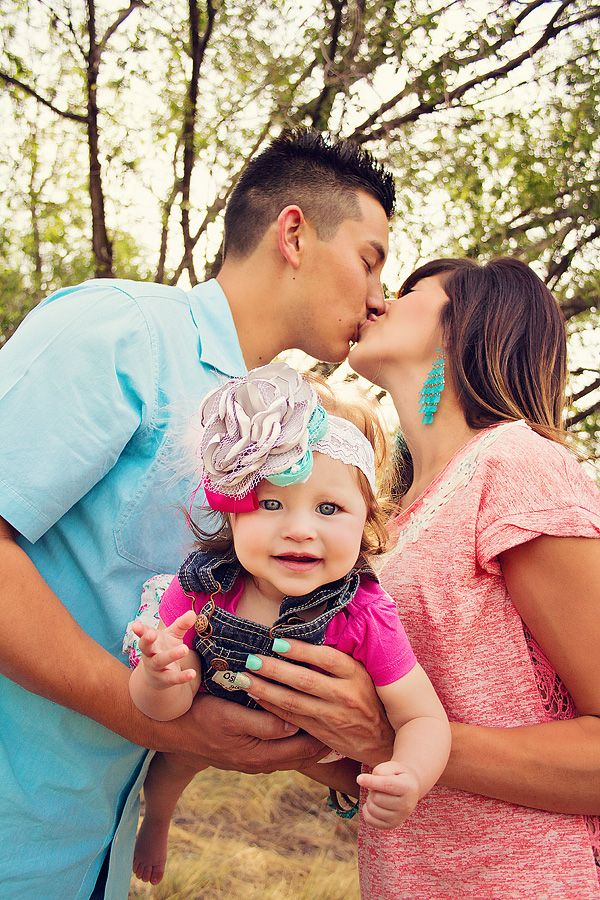 Cute colors for Family pictures Family of three pose idea