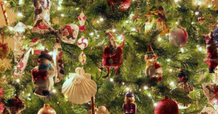 Tipos de árboles de Navidad prealumbrados. Los árboles de Navidad son comunes en muchos hogares durante la temporada navideña. A pesar de ser agradables a la vista, muchas personas no tienen interés en ponerles luces a su árbol (las cuales fácilmente se enredan y pueden ser una molestia para guardar). Afortunadamente, hay gran cantidad de variedades disponibles de árboles de Navidad ...