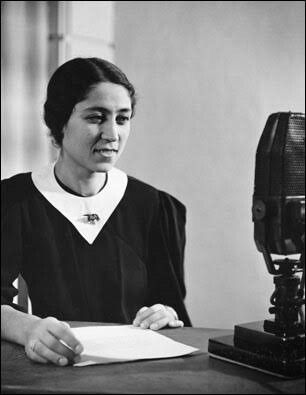 Emel Gazimihal, ilk kadın spikerimiz- 1940's