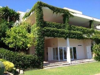 Exclusieve villa op loopafstand van het strand en uitzicht op zee en de golfbaan