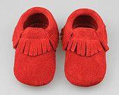 Mocassins de bébé. Mocassins en daim. Chaussures de bébé en Bohème. GPM de bébé. Chaussons de bébé. Hipster bébé. Bébé garçon mocassins. Bébé fille mocassins. Unisexe