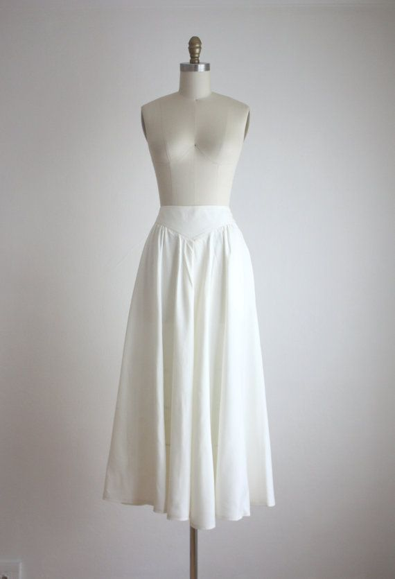 vintage eggshell linen skirt with a long, flared shape and buttons up the sides. made of a crisp, fresh linen. medium linen made by harve benard waist 28 hips free length 35 excellent condition +