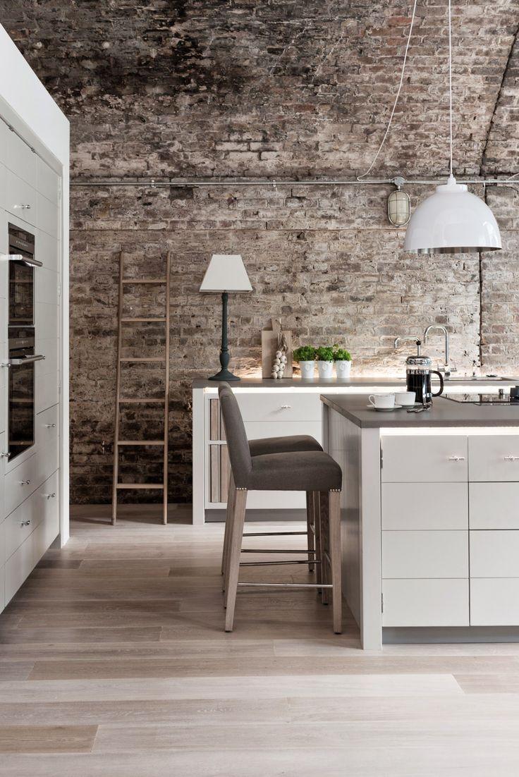 Кухня в стиле лофт: создаем удивительный дизайн http://happymodern.ru/kuxnya-v-stile-loft-sozdaem-udivitelnyj-dizajn/ Одна кухня-лофт обычно сочетает в себе несколько видов светильников