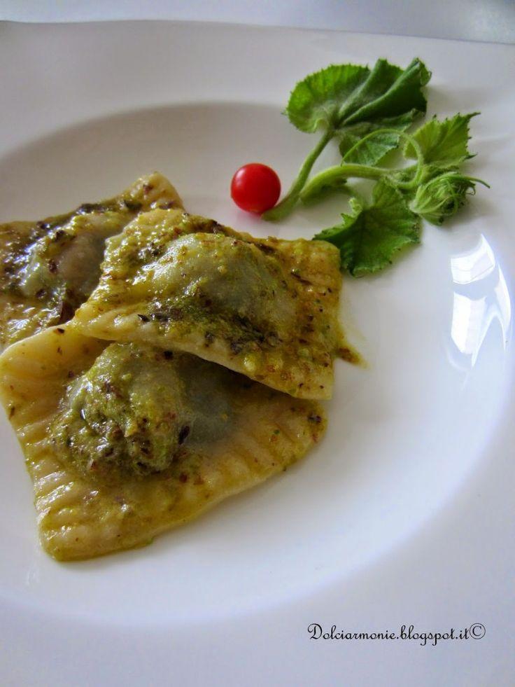"""Ravioli ai """"taddi"""" con pesto di pistacchio di Bronte e Parmigiano Reggiano"""