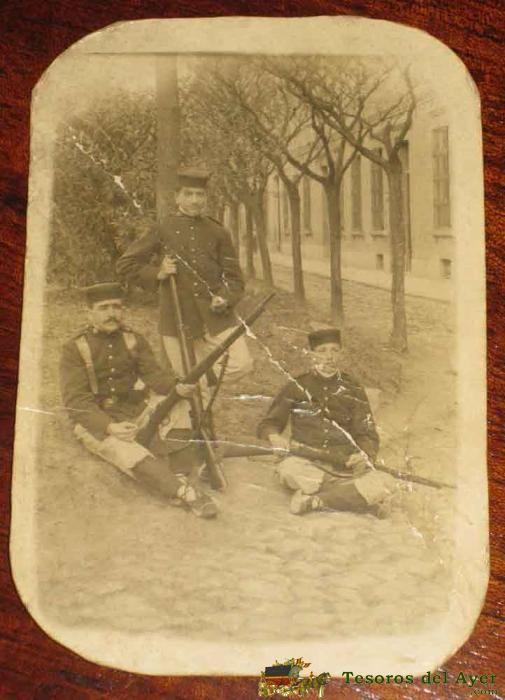 ANTIGUA FOTO POSTAL DE MILITARES ESPAÑOLES CON PANTALON DE RAYADILLO - AÑO 1915