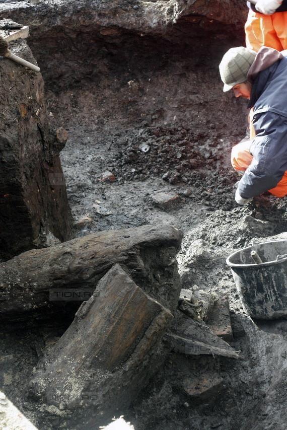 Arheologii au descoperit doua locuinte din evul mediu timpuriu al Timisoarei, in Piata Sf Gheorghe
