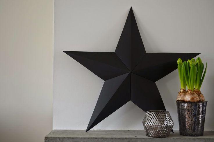 Deze DIY is zo gepiept en past helemaal in de black and white X-mas trend. Je kunt hem...