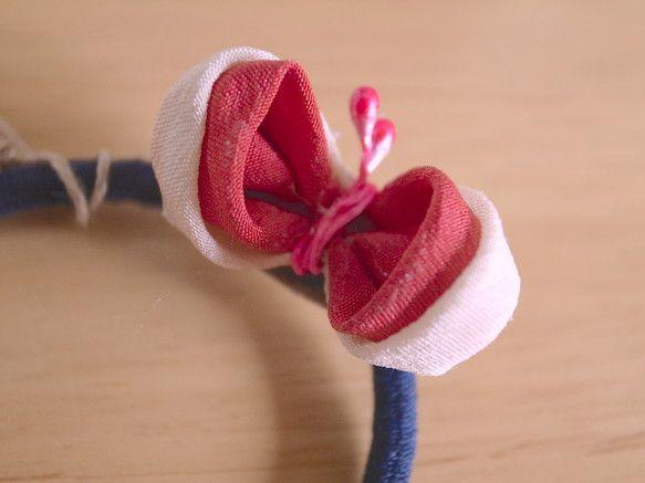 着物の生地に使われていたシルクの布を使用した伝統の細工「つまみ細工」で作ったちょうちょのモチーフを、ヘアゴムに仕上げました。サイズ:飾り約1×2c...|ハンドメイド、手作り、手仕事品の通販・販売・購入ならCreema。