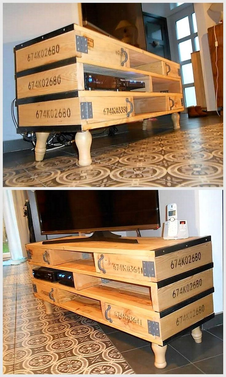 Have a look on this raw pallet wooden creation, like nowhere else you find such an amazing and simple pallet TV stand that is also so cheap at the same time. Now count on the features like simple pallet wood planks, metallic or silver made brackets and some reclaimed legs.