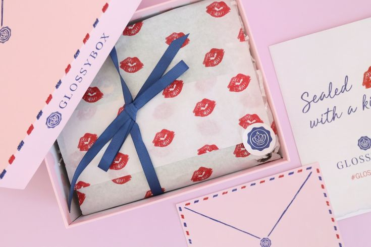 GLOSSYBOX Review February 2018 https://www.ayearofboxes.com/subscription-box-reviews/glossybox-review-february-2018/
