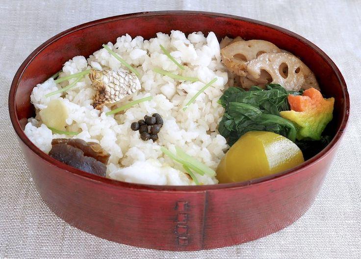 鯛飯280g(実山椒の佃煮、奈良漬け、生姜、三つ葉)、栗の甘露煮、ほうれん草と揚げ紅葉麩お浸し、蓮根キンピラ