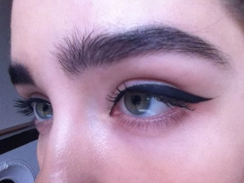 This is how I should do on my thick eyebrows. But with a little  straight in the end/