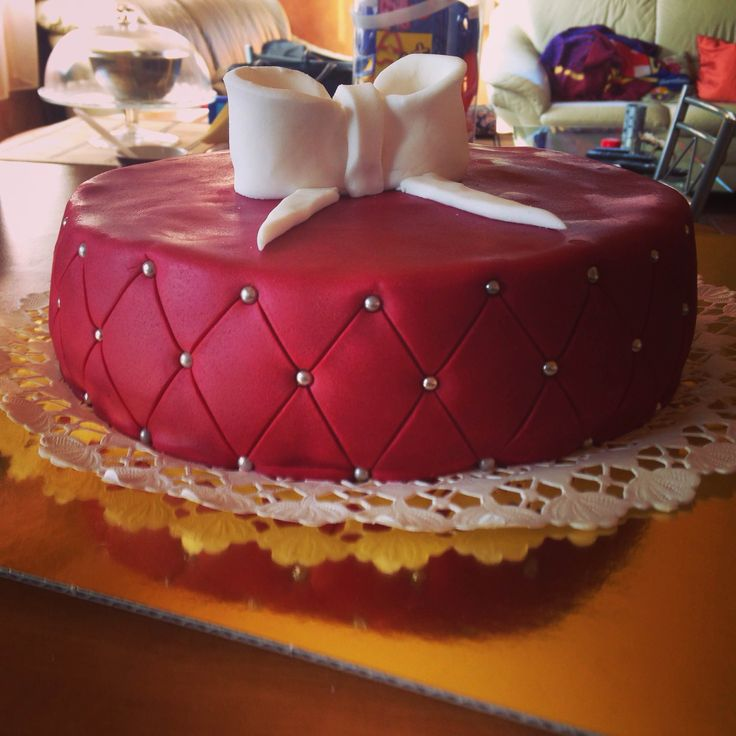 #burgundi #raspberry cake with #bowl