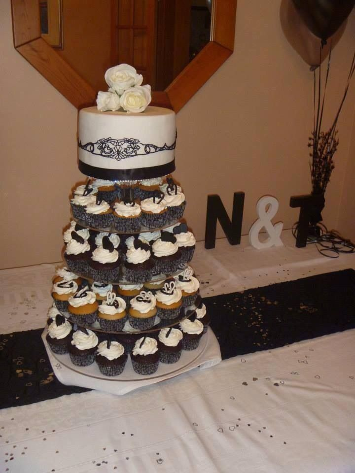 Engagement cupcakes (some gluten free) and cake