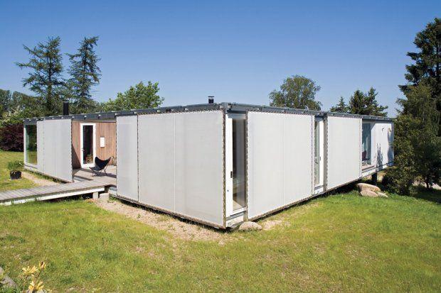 Dom letni w Jorlunde został zaprojektowany przez pracownię Dorte Mandrup Arkitekter. Posiada otwarty plan i 200m2 powierzchni. Dzięki ruchom...
