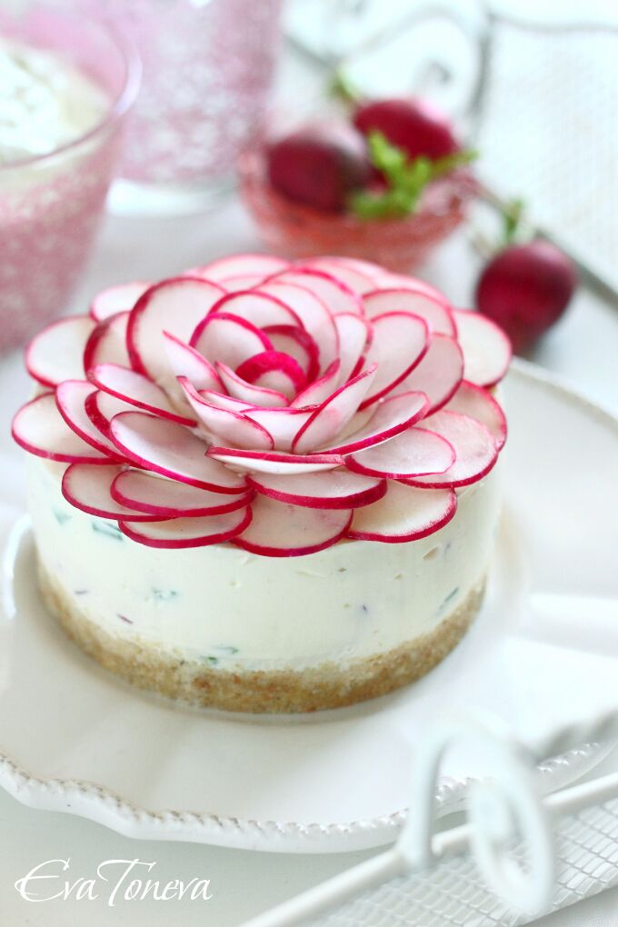 Beautiful Savory Cheesecake with Radishes - use site's translate button