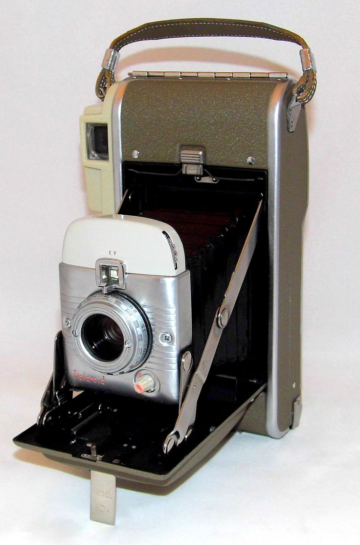 https://flic.kr/p/VHUR1K | Vintage Polaroid Model 80A Highlander Instant Photography Folding Camera, Made In USA, Circa 1958 | Auction Item 155 - To be auctioned by Cledis Estes Auctions II in Medina, Ohio.