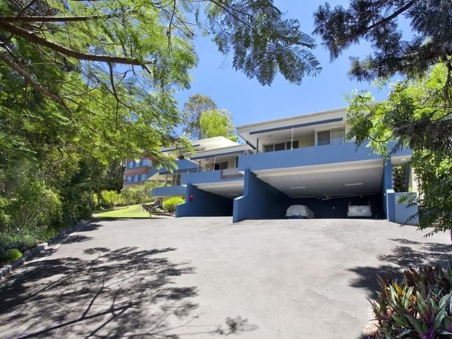 Yaringa, Unit 1, 29 Noosa Drive, a Noosa Heads APARTMENT   Stayz $500 for 5 nights, book through Noosa Holiday Rentals