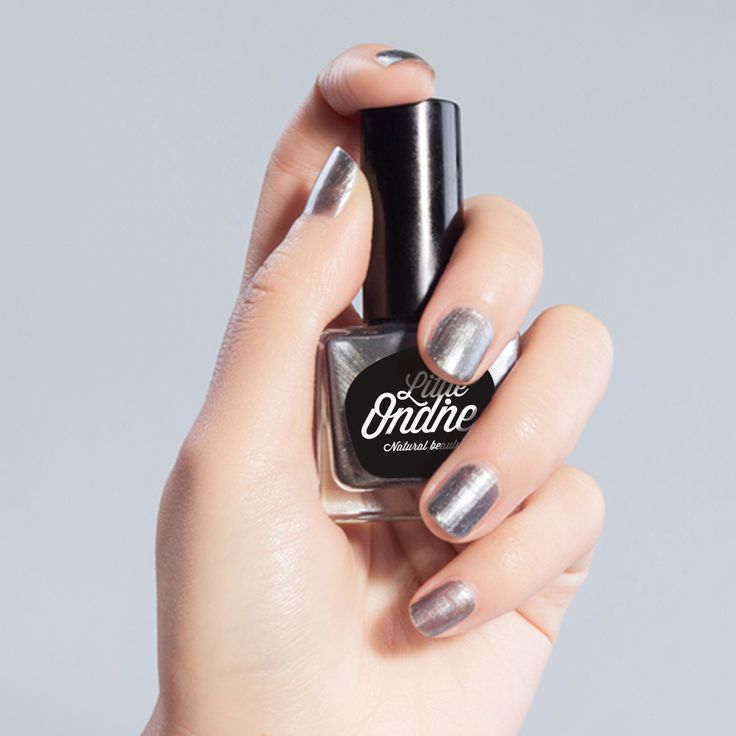 Enchanting is a gleaming shade of silver. Click to discover Little Ondine's natural water-based nail polish. Odor free and easy peel off.