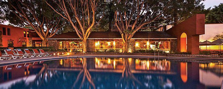 10 hoteles-hacienda increíbles para hospedarte en MX. ¿Planeando a dónde escaparte este puente? Una de nuestras #ViajerasExpertasMD te presenta diez maravillosos escenarios para viajar y descansar ¡entre muros y jardínes llenos de historia!