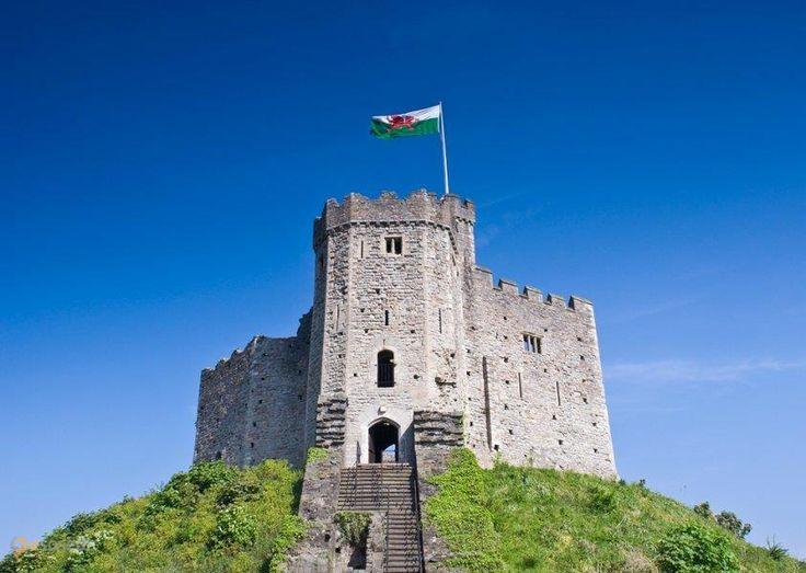 Замок Кардифф – #Великобритания #Уэльс #Кэрдифф (#GB_WLS) Замок и средневековый и 19 века одновременно. Очень интересный  ↳ http://ru.esosedi.org/GB/WLS/1000246120/zamok_kardiff/