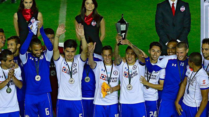 Liga MX: Cruz Azul vence al Oporto en penales | MARCA Claro México http://www.marca.com/claro-mx/futbol/liga-mx/2017/07/18/596d8ceb268e3ebe2a8b4629.html