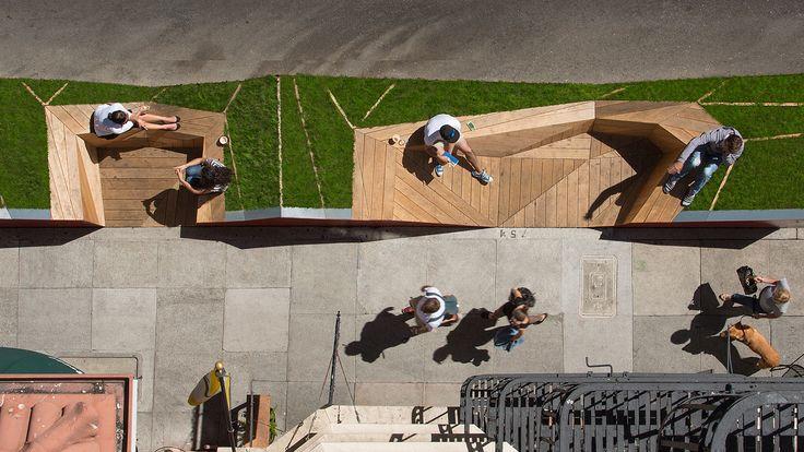 Pequenos jardins e bancos de madeira instalados em vagas de estacionamento são a nova tendência em urbanismo e começam a chegar ao Brasil