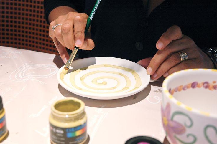 Laboratori anche per gli adulti CupArt - Decorazione di tazze in ceramica #caffelarte #caffelab #cupart #ceramic #decoration