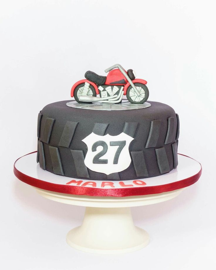 Motorcycle Birthday Cake                                                                                                                                                                                 Más