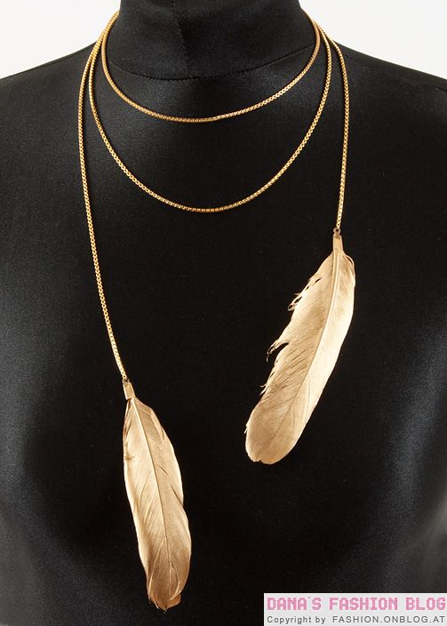 DIY Gold Feather Necklace tutorial (in German but with step-by-step pictures.  Looks easy!)