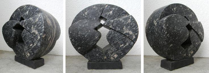 """JANUSZ CZUMACZENKO """"Siostry"""",  granit, Szwajcaria"""