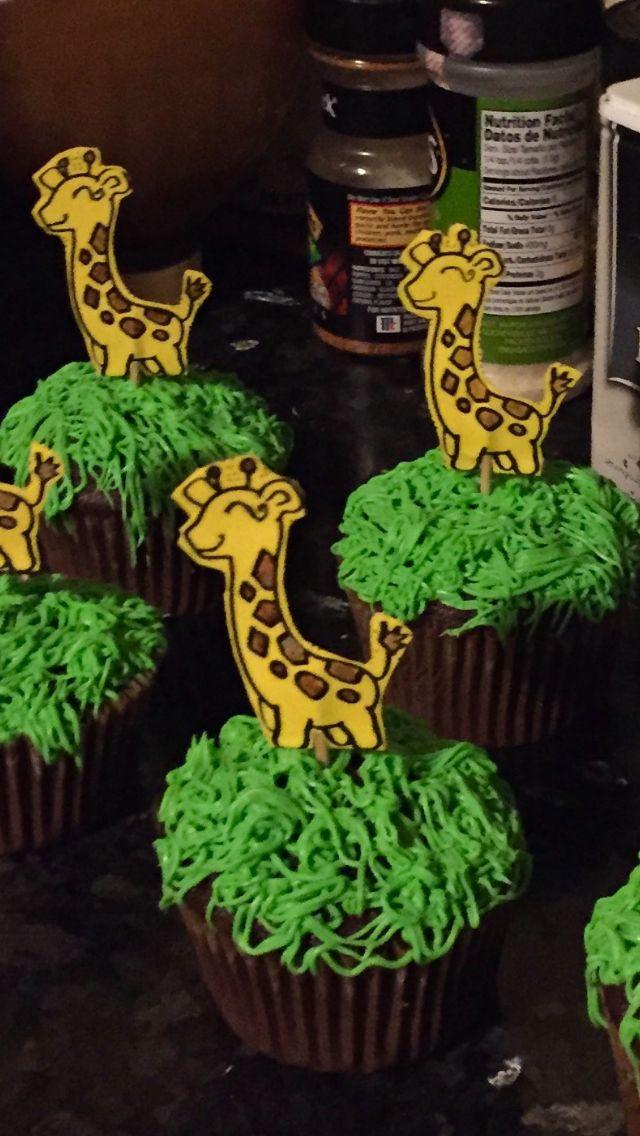 Giraffe cupcakes!  Toothpicks used for paper 2-sides giraffe. Enjoy!