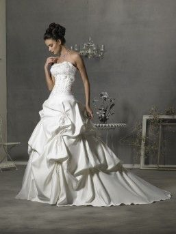 Originally purchased from The Wedding Box, available pre-loved at Designer Resale Cape Town
