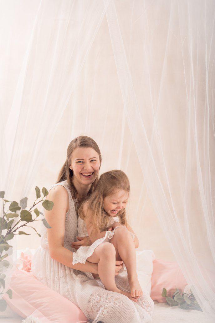 Äiti ja minä - äitienpäivän minikuvaus. Mother and me - mothers day minishoot.