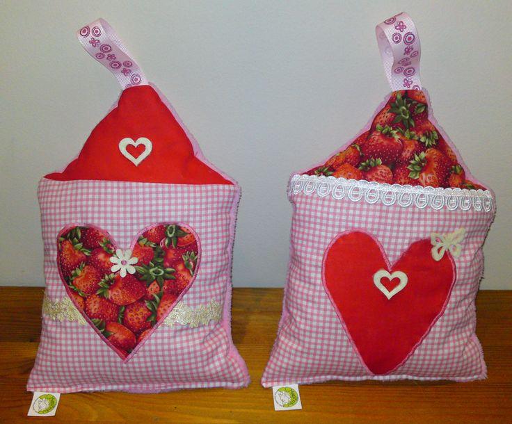 Strawberry houses pillows - Szamócás házikó párnák http://www.masnimesi.net/products/szamocas-haziko-parnak/