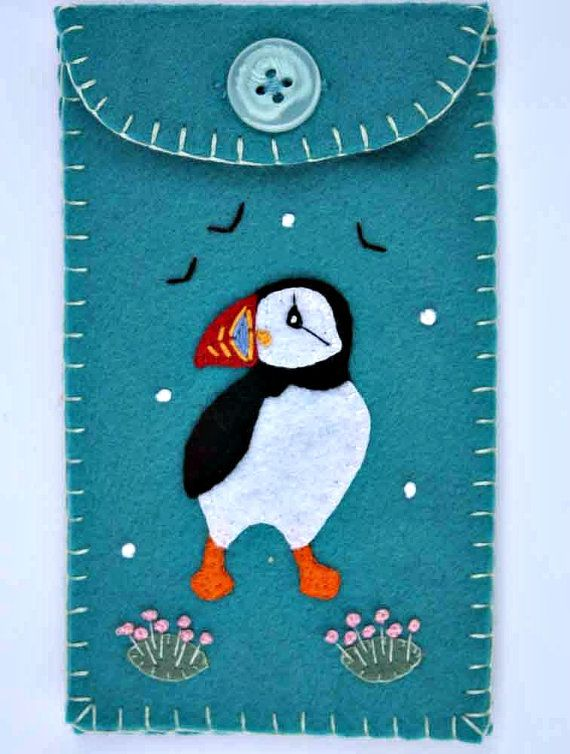 Felt phone case. i pod, gadget cover. Turquoise puffin.
