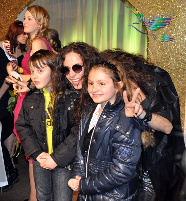 Michal Szpak & his young fans