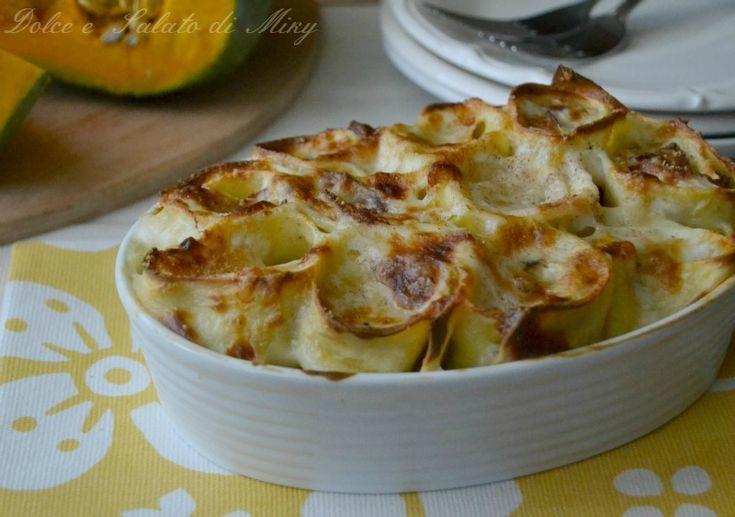 Nidi di pasta con zucca e speck, un ottimo primo piatto da forno a base di zucca.