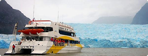 Laguna San Rafael, parada obligada para el visitantes de Aysen. De paso se puede aprovechar de tomar un trago de whisky con hielo milenarios.