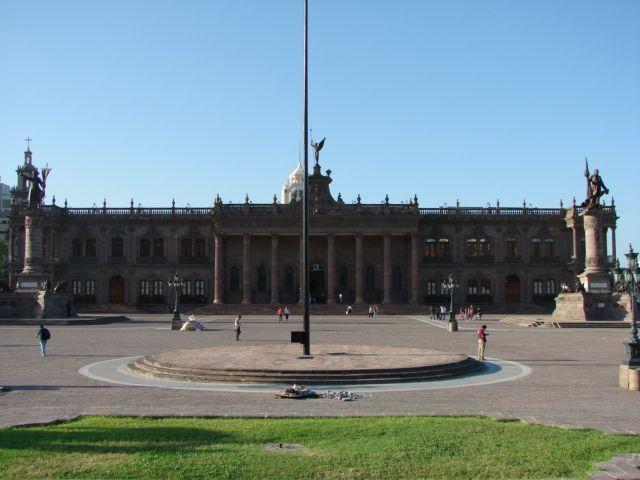 El Museo del Palacio está hecho de cantera rosa. www.3museos.com