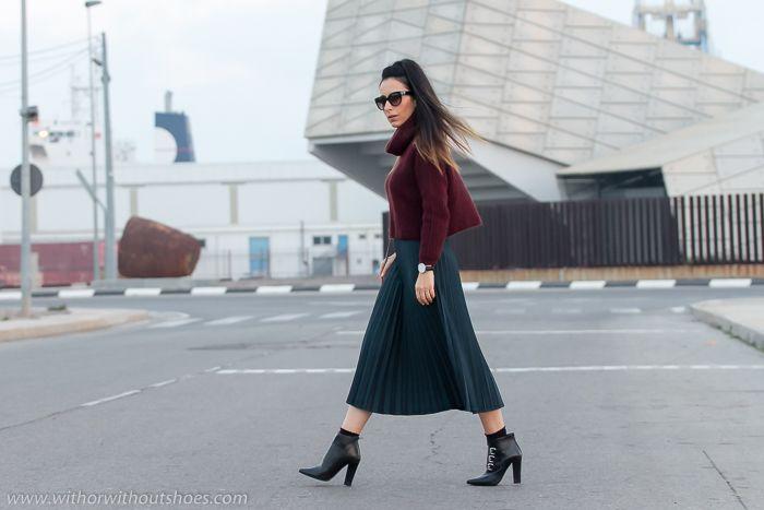 Falda Plisada Midi con Botines de punta afilada con hebillas de Rebeca Sanver | With Or Without Shoes - Blog Moda Valencia España