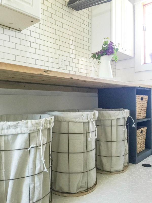 Are you looking for an easy and customizable DIY laundry folding table? This one is perfect!