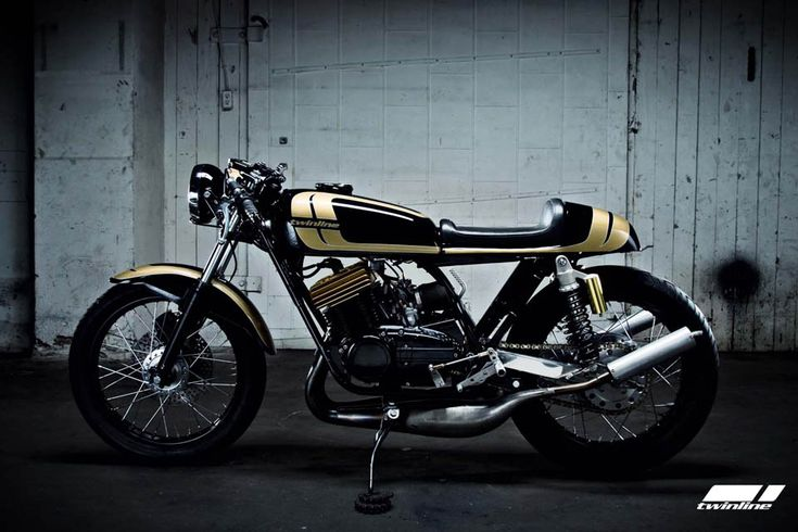 """Twinline Motorcycles' 1975 Yamaha RD350 - Project """"Goldhead"""""""